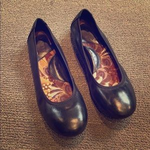 Born ballet flats black leather size 8